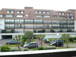 Agréable appartement proche me - Villers-sur-Mer vacation rentals