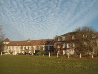 Le Domaine De Cyclone - Senlis vacation rentals