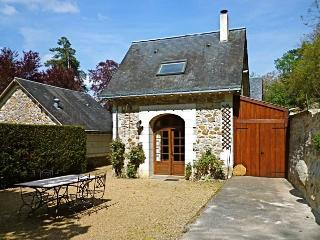 Charming Cottage with Dishwasher and Kettle in Saumur - Saumur vacation rentals