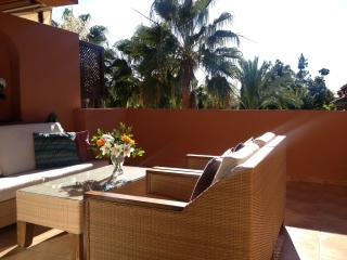 Lovely Condo with Internet Access and Dishwasher - Puerto José Banús vacation rentals