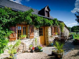 Perfect 2 bedroom Chateaubriant Cottage with Satellite Or Cable TV - Chateaubriant vacation rentals