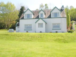 Beautiful Cottage with Satellite Or Cable TV and Television - Strachur vacation rentals