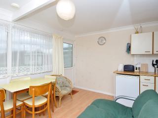 2 bedroom Chalet with Short Breaks Allowed in Hemsby - Hemsby vacation rentals