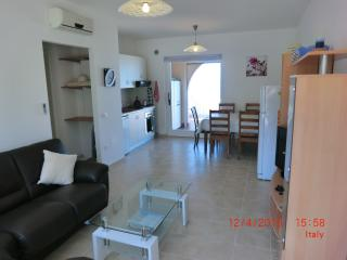 Comfortable 2 bedroom Zambrone Apartment with Toaster - Zambrone vacation rentals