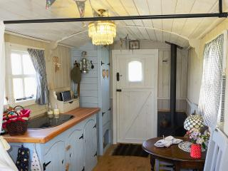 1 bedroom Shepherds hut with Parking in Stalisfield - Stalisfield vacation rentals