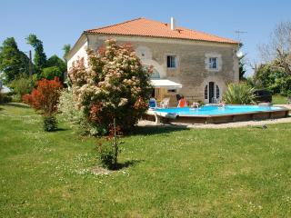 Lovely 6 bedroom Mirambeau Villa with Deck - Mirambeau vacation rentals