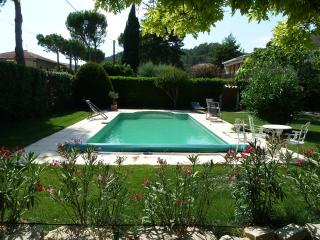 Cozy Condo in Vaison-la-Romaine with Garden, sleeps 5 - Vaison-la-Romaine vacation rentals
