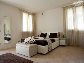 Lake Garda 2 Bedroom 2 Bathroom apartment (4) - Desenzano Del Garda vacation rentals
