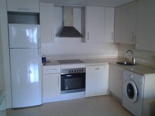 Cozy 2 bedroom Reus Apartment with Dishwasher - Reus vacation rentals