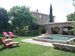 2 bedroom Gite with Internet Access in Valensole - Valensole vacation rentals