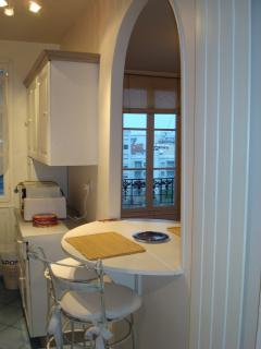 Nice Condo with Internet Access and Washing Machine - Courbevoie vacation rentals