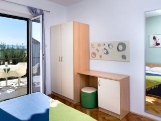 Apartment Roscic Podgora AP 3 - Podgora vacation rentals