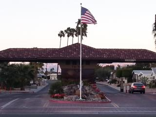 Peaceful friendly complex great 4 mature snowbirds - Palm Desert vacation rentals