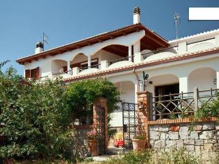 ThreeLocalMargineRosso Poetto - Quartu Sant Elena vacation rentals