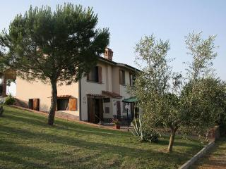 Detached Tuscan villa with private garden - Montespertoli vacation rentals