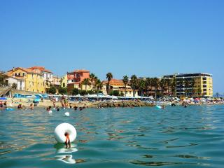 Nice Townhouse with Waterfront and Washing Machine - San Lorenzo al Mare vacation rentals
