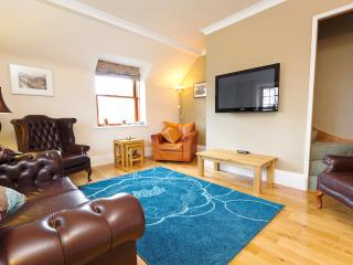 West End Condo - free parking - Edinburgh vacation rentals