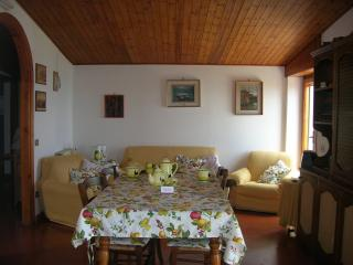Bright 6 bedroom Massa Lubrense Apartment with Linens Provided - Massa Lubrense vacation rentals