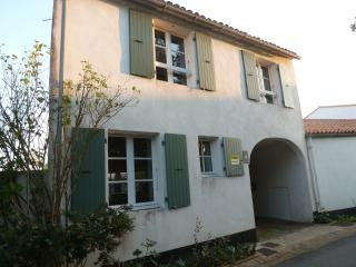 Cozy 3 bedroom La Couarde House with Dishwasher - La Couarde vacation rentals