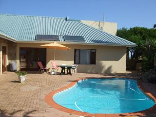 Perfect 2 bedroom Port Alfred Apartment with Satellite Or Cable TV - Port Alfred vacation rentals