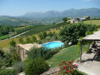 Casa Lola, private pool, amazing views, playden - Monte san Martino vacation rentals