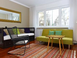 Beautiful Berlin Ground Floor Apartment - Berlin vacation rentals