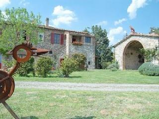 Beautifully restored farmhouse in Pari, Tuscany, f - Pari vacation rentals