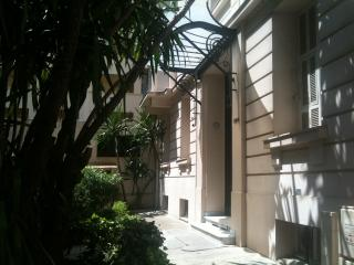 Palais Wilson Studio 3-4 couchages au cœur de Juan les pins - Plages, commerces, - Juan-les-Pins vacation rentals