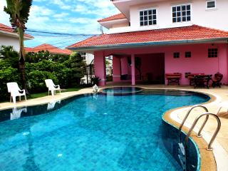 4 Bedroom Villa Walking Street 10 Minutes Away - Jomtien Beach vacation rentals