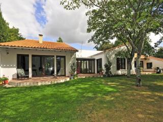 4 bedroom Villa in Talmont St Hilaire, Vendee Charente, France : ref 2226515 - Talmont Saint Hilaire vacation rentals