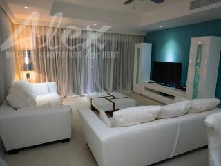 Sunny 4 bedroom Villa in Bavaro - Bavaro vacation rentals