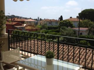 Elegant Cote d'Azur holiday apartment with balcony - Saint-Jean-Cap-Ferrat vacation rentals
