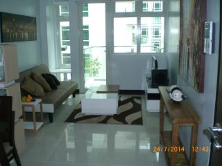 Stunning 1 Bedroom at Resort World - Makati vacation rentals