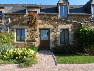 2 bedroom Gite with Internet Access in Corseul - Corseul vacation rentals