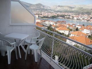 Apartments with sea view Trogir, 600m.from center. - Trogir vacation rentals