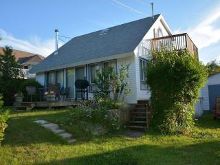 Baysview Cottage -VIEW OF THE WATER, WALK TO THE BEACH 2 MIN, DETAILED WITH LOVE - Lion's Head vacation rentals
