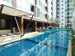 At BTS ♥ JJMarket ♥ WiFi ♥ Pool ♥ Gym ♥ 15th floor - Bangkok vacation rentals