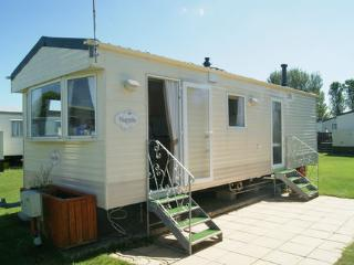 2 bedroom Caravan/mobile home with Tennis Court in Selsey - Selsey vacation rentals