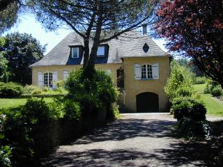 Perigordian House in 8 acres - Saint-Astier vacation rentals