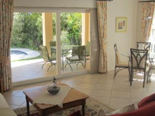 Lovely 1 bedroom Apartment in Somerset West with Dishwasher - Somerset West vacation rentals