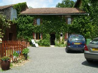 Cozy 2 bedroom House in Exideuil with Internet Access - Exideuil vacation rentals