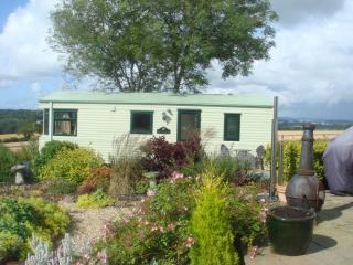 Beautiful Caravan/mobile home in Carnon Downs with Television, sleeps 4 - Carnon Downs vacation rentals