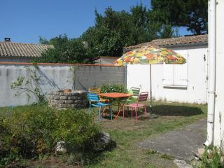 Charming House with Internet Access and Satellite Or Cable TV - Saint-Pierre d'Oleron vacation rentals