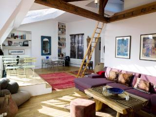 2 bedroom House with Internet Access in Paris - Paris vacation rentals