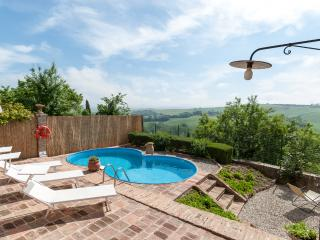 Casa Lorenzo: Charming Tuscan house,pool, AC,WiFi - San Giovanni d'Asso vacation rentals