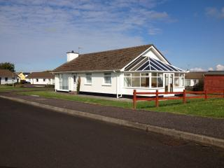 Comfortable 3 bedroom Portballintrae House with Television - Portballintrae vacation rentals