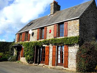 Beautiful 3 bedroom Manche Cottage with Satellite Or Cable TV - Manche vacation rentals