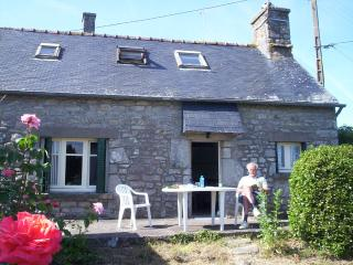 Cottage in Locrio near Pontivy - Guern vacation rentals