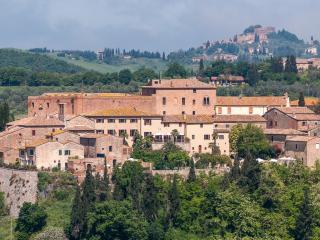 Casa Lorenzo: Charming Tuscan house,pool, AC,WiFi - San Giovanni d'Asso vacation rentals