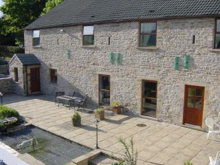 Spacious 4 bedroom Whaley Bridge Barn with Internet Access - Whaley Bridge vacation rentals